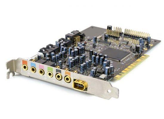 Computer sound card on white background supporto tecnico informatico